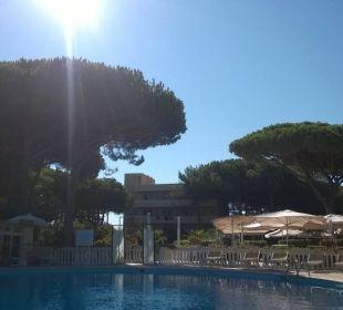 Widoczny dron nad basenem Park Hotel Marinetta