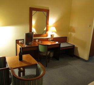 Blick vom Fenster zum Schreibtisch Hotel Wiesler