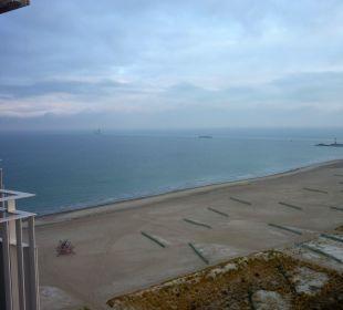 Strand im Dezember, vom 17.Stock gesehen Hotel Neptun