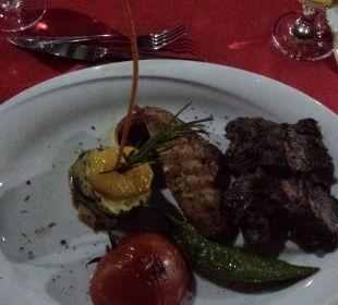 Hauptgericht beim Barbecue Adalya Art Side/Artside