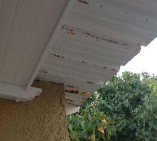 Verrostete Dach am Balkon Paradise Cove Boutique Hotel