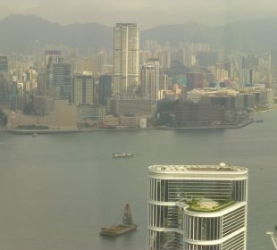 Aussicht vom Executive Harbour View Room Nr. 6108 Conrad Hong Kong
