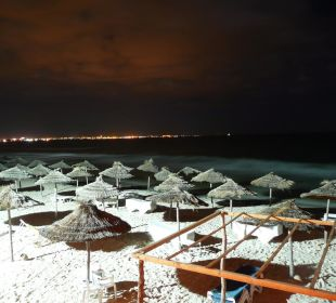 Hotel-Strand bei Nacht