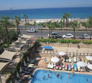 Widok z balkonu Hotel Krizantem