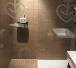 Die riesige Dusche 25hours Hotel HafenCity