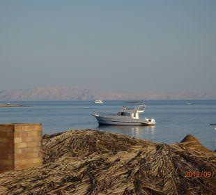 Blick über das Strandrestaurant Richtung Saudi-Ara Jaz Dahabeya