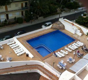Vom Balkon aus zum Pool und Strasse Hotel Palma Playa - Cactus