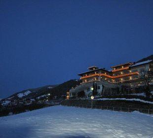 Abendliche Weihnachtsstimmung mit Blick zum Hotel Hotel Grafenstein