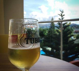 Erfrischung auf der kleinen Terasse Hotel Titan Select