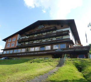 Hotel von unten aus gesehen Hotel Rustika