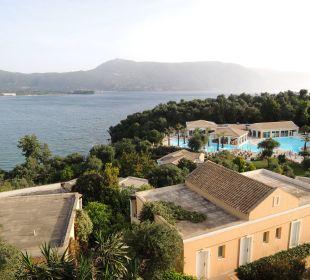 Blick zum Pool vom Balkon Hotel Grecotel Eva Palace