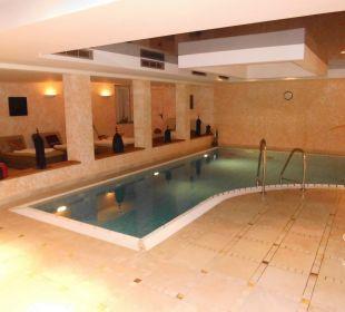 Das Hallenbad in der Sindbadtherme Strandhotel Heringsdorf