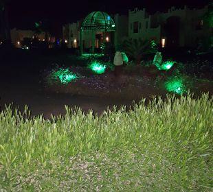 Abends sehr schön beleuchtet  SUNRISE Select Royal Makadi Resort