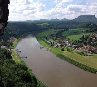 Blick von der Bastei auf Rathen Hotel Elbschlösschen
