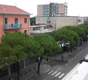 Blick von der Terrasse nach rechts Hotel Eden Lido Di Jesolo