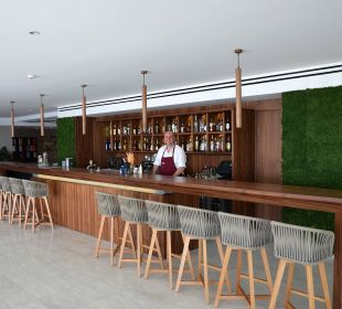 Tolles Design in der Bar Kontokali Bay Resort & Spa