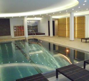 Der angenehme Pool im Untergeschoss Hotel Lukas