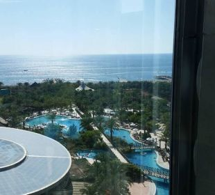 Anlage Pool und Strand Hotel Royal Wings