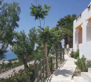 Weg an den Zimmern vorbei Hotel Lagas Aegean Village