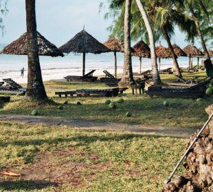 Liegewiese direkt am wunderschönen Diani Beach Hotel Diani Sea Lodge