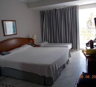 Zimmer  mit Zustellbett VIK Hotel San Antonio