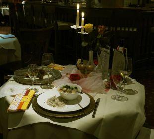 Geburtstagstisch am Abend Der Kleinwalsertaler Rosenhof