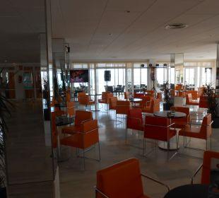 Hoteleingang und Bar JS Hotel Miramar