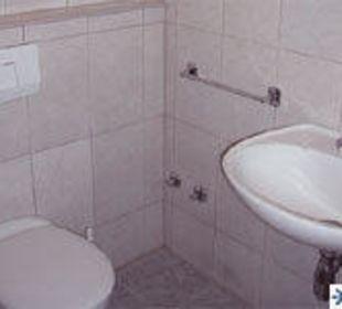 Ein typisches Badezimmer in der Pension Viko Pension Viko