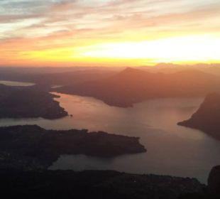 Sonnenaufgang über dem Vierwaldstättersee Hotel Pilatus-Kulm