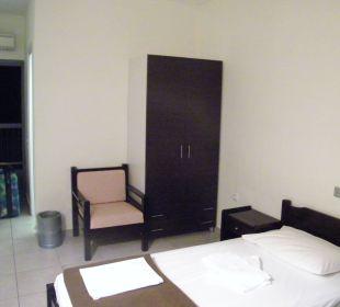 Pokój, widok na wejście Hanioti Village Hotel