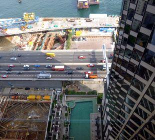 Pool zwischen vielen Baustellen Hotel Harbour Grand Hong Kong