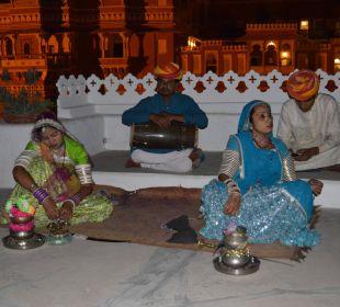 Das gabs nach dem Abendessen Hotel Deogarh Mahal