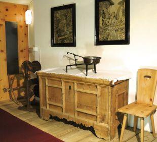 Eine 300 Jahre alte Truhe Swiss-Historic-Hotel Münsterhof