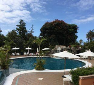 Pool vor dem Spa Hotel Botanico