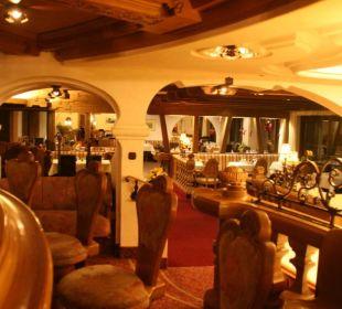 Blick von der Bar ins Restaurant Berghotel Tirol
