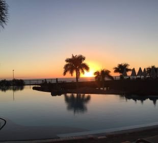 Pool mit Abendstimmung Lopesan Villa del Conde Resort & Spa
