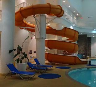Pool... Hotel Hilton Niagara Falls / Fallsview