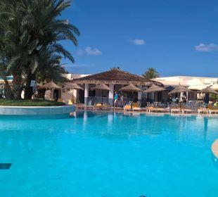 Pool mit Poolbar TUI MAGIC LIFE Penelope Beach