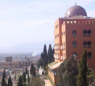H palace y catedral desde el auditorio m.de falla Hotel Alhambra Palace