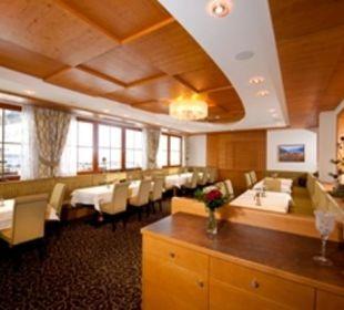 Speisesaal mit Bergblick Hotel Roslehen