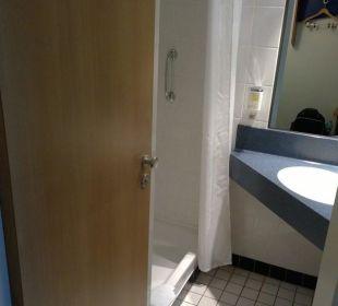 Bad: Tür schließt wahlweise WC oder gesamtes Bad Hotel Median Hannover Messe