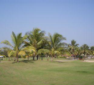 Sehr gepflegte Gartenanlage Hotel Holiday Inn Resort Goa