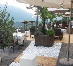 Sitzbereich mit Blick auf die Berge Genusshotel Der Weinmesser