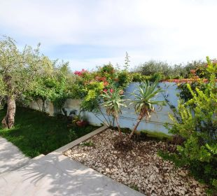Garten im Süden der Anlagen  Holiday Residence Rifugio