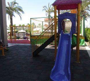 Kinderbereich vom Select schön im Schatten Hotel Side Crown Palace