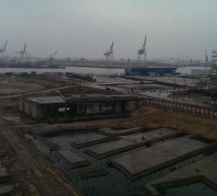 Ausblick zur Elbe (bei schlechtem Wetter) 25hours Hotel HafenCity