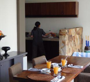 Das Frühstück wird in der Villa zubereitet The Ahimsa Beach
