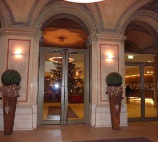 Hoteleingang Austria Trend Hotel Savoyen Vienna