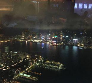 Blick aus dem Zimmer - Nachts Renaissance Harbour View Hotel Hong Kong