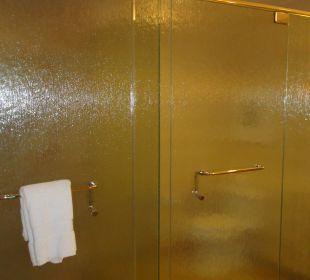 Dusche und Toilette Hotel Trump International